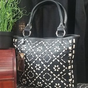 Montana West blk/white stitching med. size purse